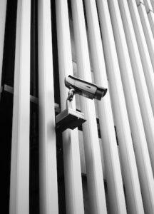 Sistema de vigilancia exterior en edificio