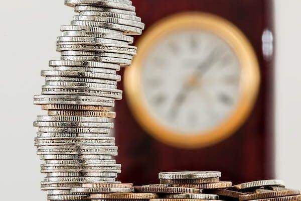 Monedas que simulan precio económico de un detective privado en BarcelonaDetective en Barcelona que investiga un caso de subrogación ilegal